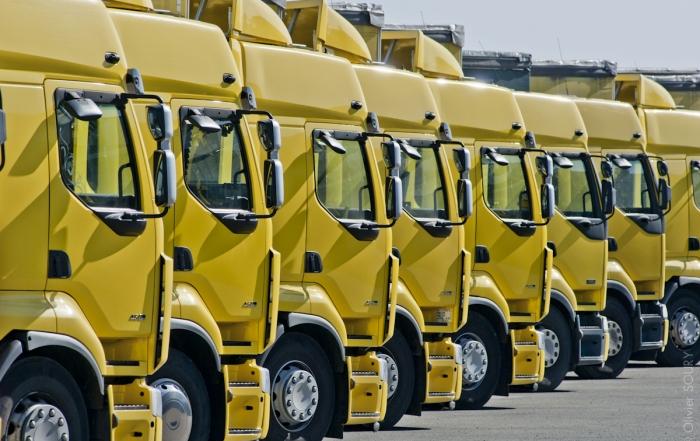 Rangée de camions de déménagement Lille Arras Nord Pas de Calais